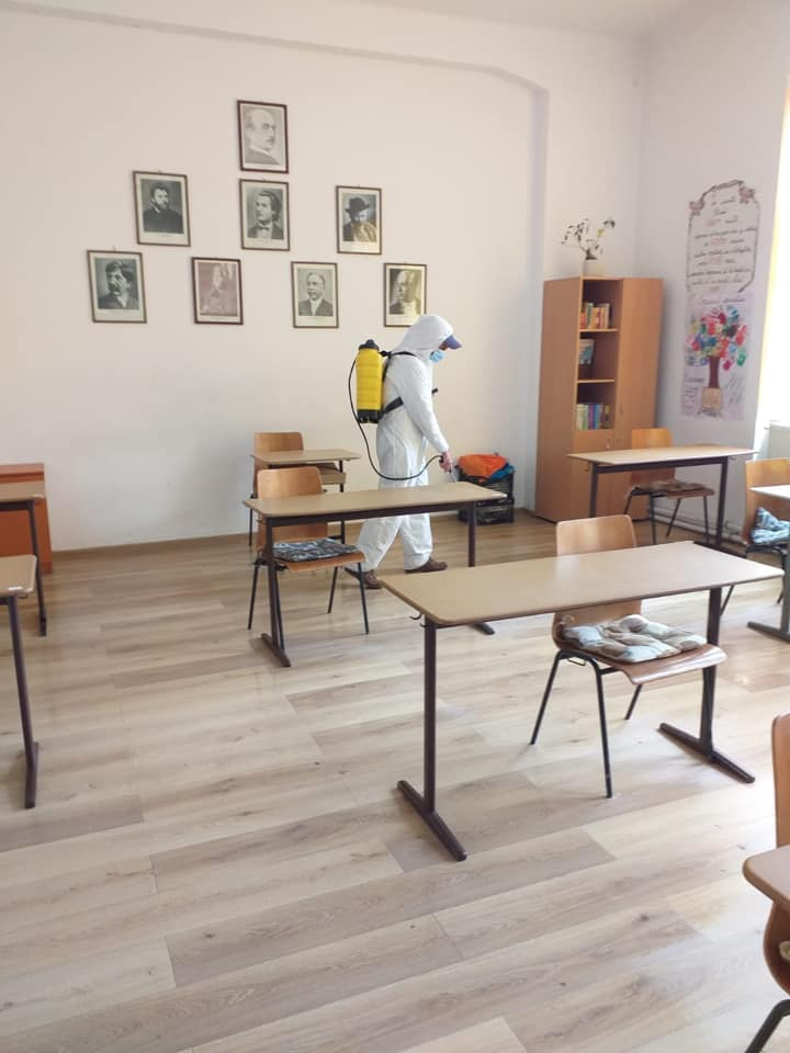 585 de elevi din Sebeș se întorc la școală, de marți.