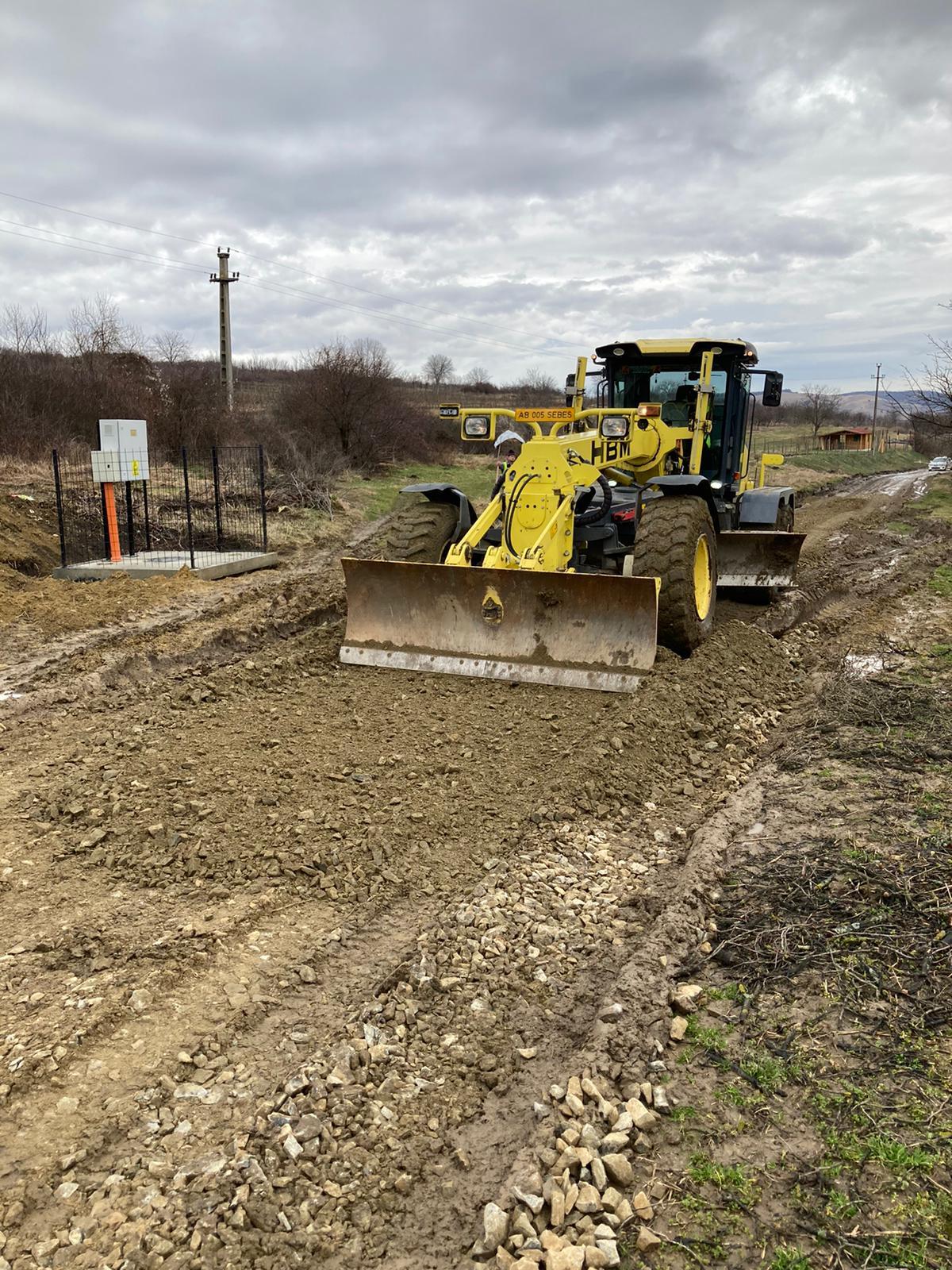 Reparatii drumuri neasfaltate Sebes si Rahau