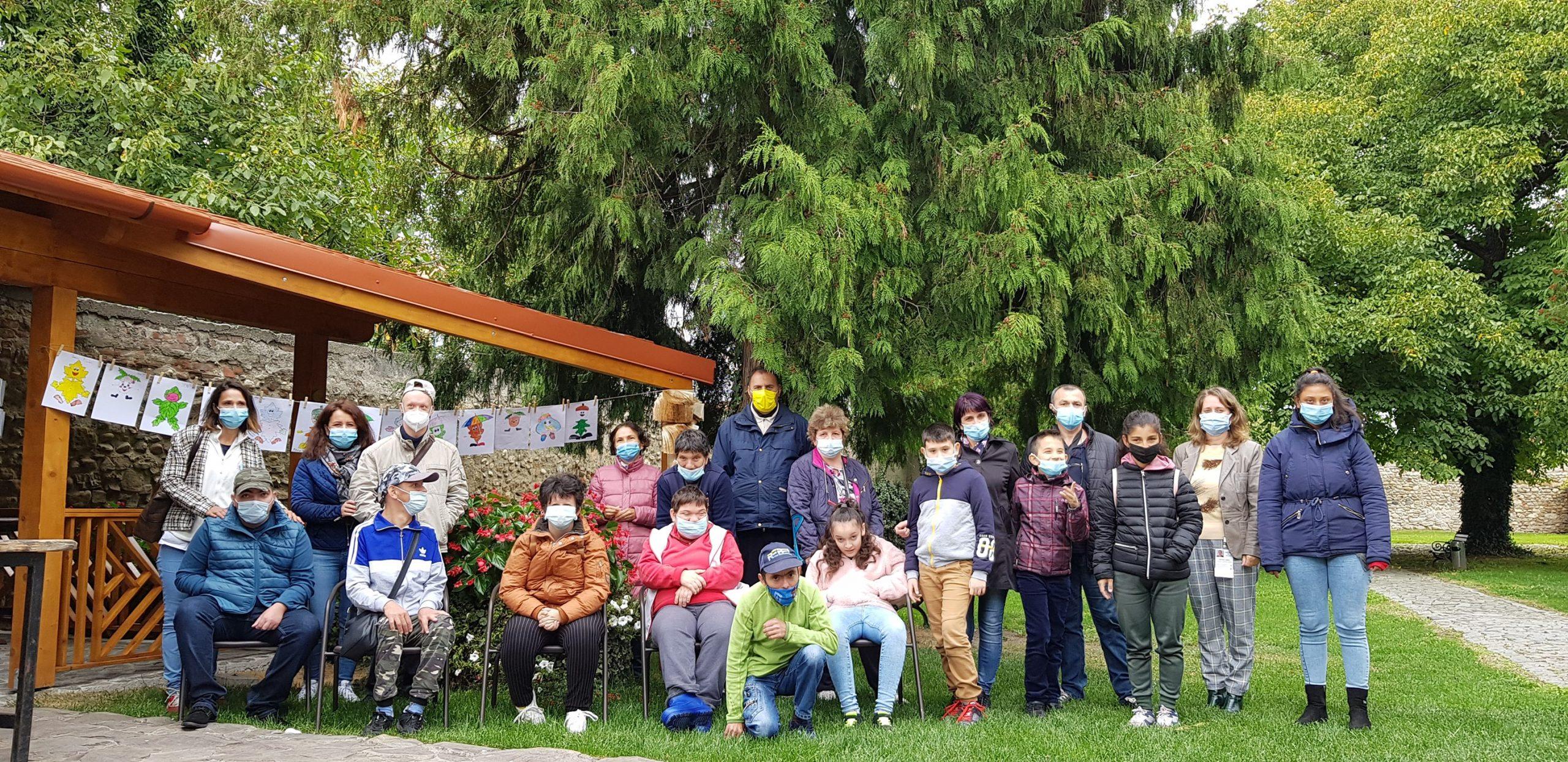 """Atelierele creativ-educative """"Școala bobocilor"""" dau contur unei frumoase povești de toamnă la biblioteca din Sebeș"""
